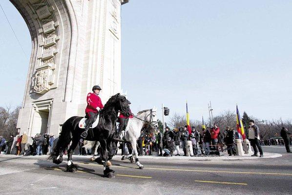 Ziua Naţională a României. Am defilat cu caii, cu tancurile şi avioanele. Cum defilăm însă cu economia?