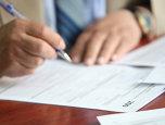 Un român s-a dus să ia credit pentru o locuinţă de la o mare bancă din România. Era la un PAS să semneze când a văzut asta în contract şi a avut parte de o SURPRIZĂ de proporţii