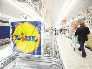 Lidl aruncă mănuşa: A crescut MASIV salariile angajaţilor şi acum angajează 500 de persoane! Ce salariu câştigă un angajat la Lidl