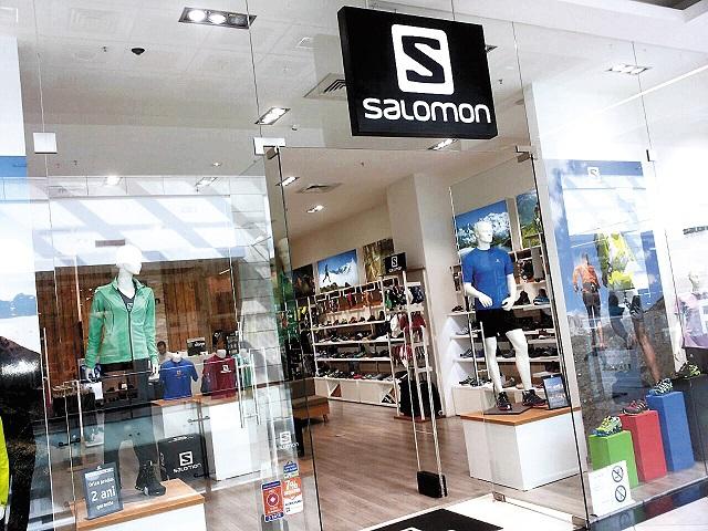 Toţi clăparii Salomon sunt făcuţi în cinci fabrici din România unde lucrează 2.100 de angajaţi