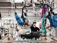 Prima închidere din industria componentelor auto. Dräxlmaier renunţă la o fabrică din România, 800 de angajaţi rămân fără loc de muncă. Este a treia închidere de fabrică anunţată în ultima lună, dar cea mai importantă prin dimensiunea b