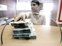 Economia creşte fără banii băncilor din România. Creşterea creditării rămâne modestă, doar 3,2%, în aprilie. Noii bancheri au devenit furnizorii şi IFN-urile şi băncile din afară