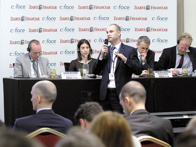 Companiile româneşti au un grad mare de îndatorare şi o structură de conducere slabă. Firmele care au rezistat crizei, dar care nu s-au schimbat, s-ar putea să nu facă faţă unei noi crize. Deşi economia s-a îmbunătăţit, tensiunile rămân