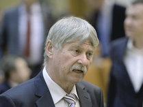 Se poate trăi din bursă? Senatorul UDMR Verestoy Attila ar zice că da. Şi încă foarte bine. 1 mil. euro din dividende