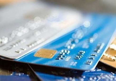 BNR: Numărul românilor cu carduri şi fără credite, apropiat de numărul celor cu credite, dar fără carduri