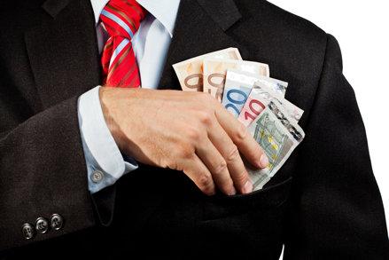 Studiul salarial PayWell al PwC România: Nu mai merită să te faci bancher, pentru că salariile din bănci cresc sub media pieţei. În schimb, este bine să lucrezi în industrie, unde sunt creşteri salariale mai mari