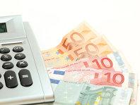 Încă o sursă de presiune pe curs: Peste 440 milioane euro din depozitele străinilor s-au evaporat într-o lună