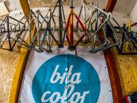Doi tineri din Capitală fac 32.000 de euro din recondiţionarea bicicletelor vechi
