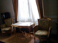 Doi antreprenori au pariat 5.000 de euro pe un atelier de recondiţionare a obiectelor de mobilier din anii '60