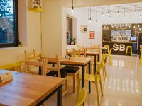 O familie din Bacău a pariat 90.000 de euro pe un restaurant de burgeri