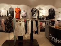 """Trei antreprenori din Neamţ fac 11 milioane de euro cu un business cu haine pentru femei. """"Deţinem 17 magazine fizice şi un magazin online."""""""