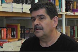 """Ce limbă mai vorbesc românii azi? Scriitorul Radu Paraschivescu: """"După `90, anumite cuvinte au fost eliberate din captivitate. Acum avem mai multe limbi de lemn"""""""