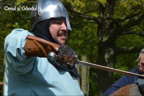 Adrian Axinte, românul din Birmingham care trăieşte ca-n anii 1000