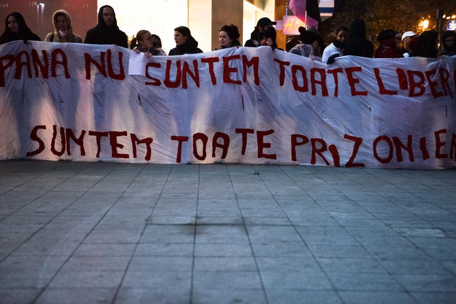 """De ce îşi bat românii femeile şi copiii? Iulian Apostu: """"Ideea bătăii rupte din Rai încearcă să îl reaşeze pe postamentul priorităţii conjugale pe bărbat"""""""