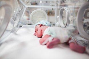 """Naştere naturală versus cezariană. Medic: """"Niciuna dintre cele două variante nu este perfectă. În obstetrică, nu există riscuri zero"""""""