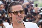 """Obsesia ascunsă a lui Brad Pitt. """"Am primit primul meu pistol cu aer comprimat când eram la grădiniţă"""""""