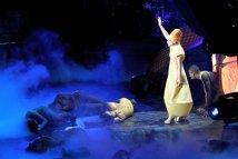 Lady Gaga va merge în turneu cu un autobuz cu terapeuţi pentru fani