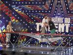 ROMÂNII AU TALENT SEZONUL 3 Smiley şi Bartoş stârnesc hohote de râs după ce sar la trambulină
