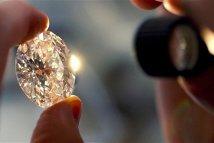 Un diamant roz vândut la licitaţie cu aproape 40 de milioane de dolari