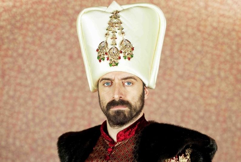 O româncă divorţează de soţul ei din cauza lui Suleyman Magnificul