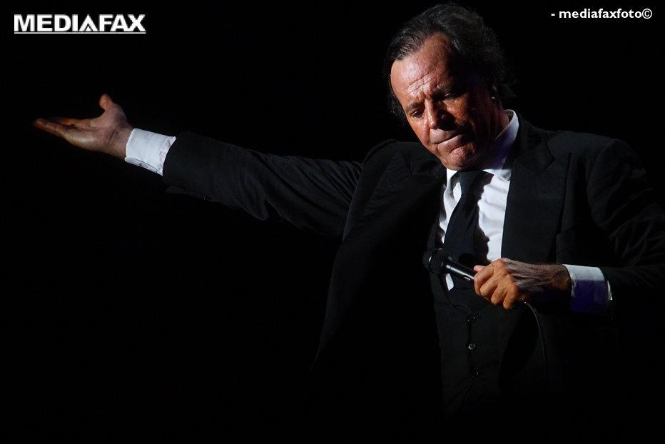 Julio Iglesias va concerta la Târgu Mureş, în cadrul Festivalului Vinului