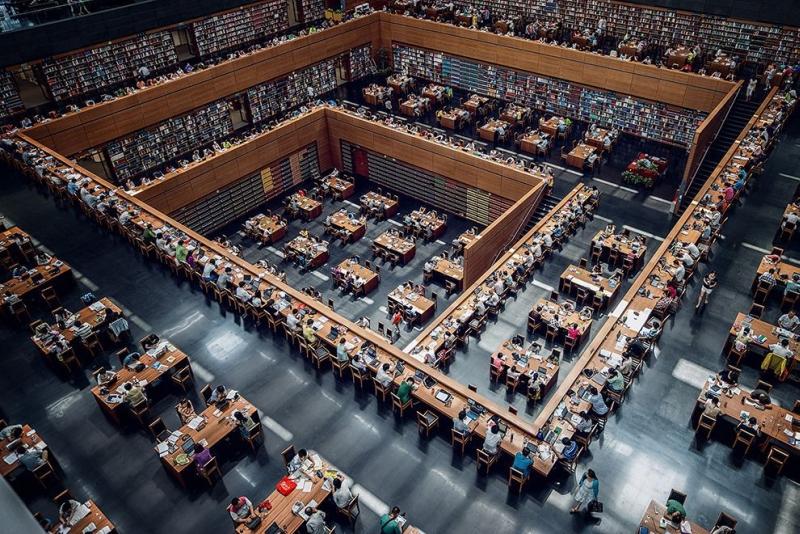 Această imagine NU este un Photoshop. Cum arată înăuntru biblioteca naţională din China