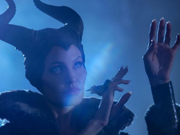 "Angelina Jolie si Christian Louboutin lanseaza o gama de pantofi inspirata din filmul ""Maleficent"""