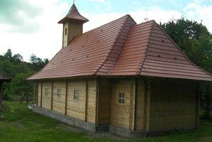 Biserici de lemn, ridicate la comandă, contra unui cost de 22.000 de euro. GALERIE FOTO