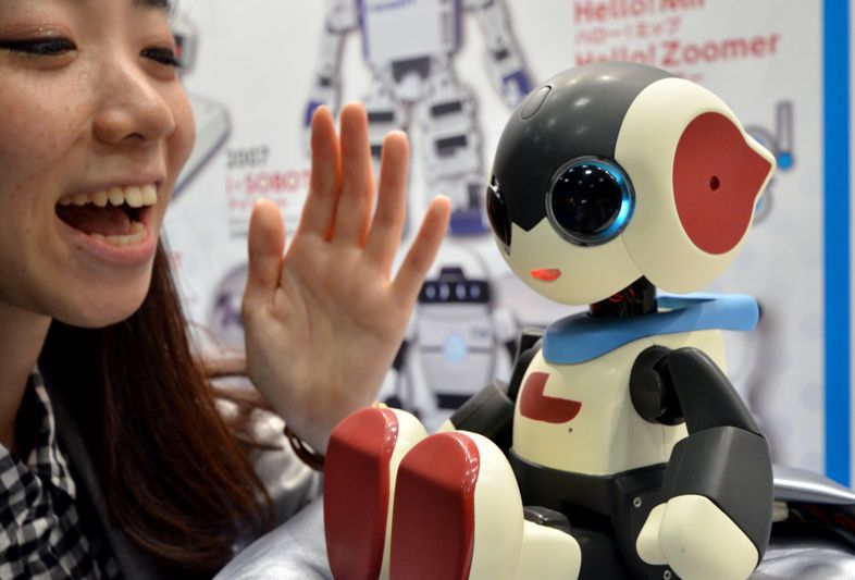 Japonezii au lansat un nou robot humanoid. Ce stie sa faca Robi jr.