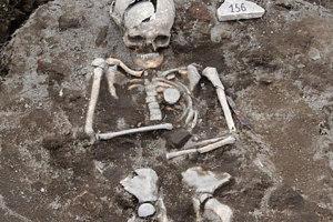 """Descoperire IMPRESIONANTĂ a arheologilor bulgari: ce se găseşte în acest mormânt din secolul al XIII-lea. """"Avem cu siguranţă de a face cu un ritual"""""""