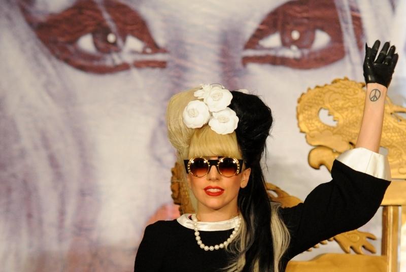 Femeia care a descoperit-o pe Lady Gaga a c�stigat �n instanta 7,3 milioane de dolari