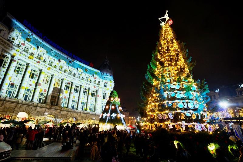 """Capitala aprinde sâmbătă luminile de Crăciun şi deschide târgul """"Bucharest Christmas Market"""