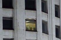 Imaginile care fac înconjurul lumii. Sex la geamul Casei Albe din Moscova. Când au dat zoom, au avut şocul vieţii lor