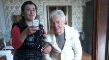 Românca filmată în timp ce umilea o bătrână din Italia e internată la Psihiatrie! A furat carnetul unui elev, a înjurat un trecător şi vorbea incoerent în gară la Arad