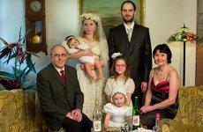 """Străina din poza de familie. Imagini inedite cu """"fotografa cameleon"""""""