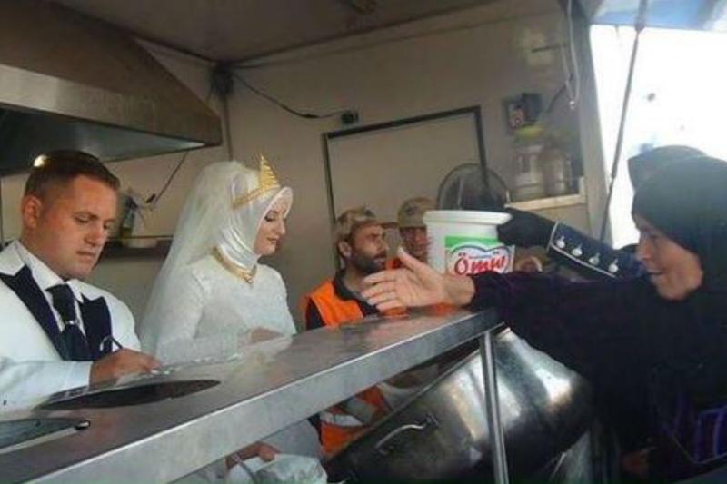 Gestul făcut de un cuplu din Turcia în ziua nunţii a impresionat o lume întreagă