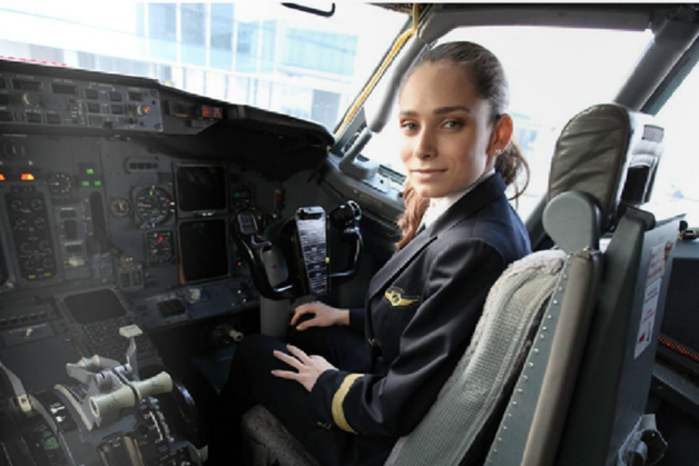 Anca Petrache, pilot pe Boeing 737 la TAROM - Antrenamentul pentru pilotaj testează limitele duse la maxim
