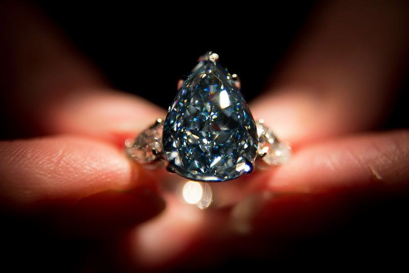 Unul dintre cele mai rare diamante albastre din lume, scos la licitaţie. La ce preţ este estimat