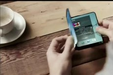 Mobilul va putea fi îndoit ca o carte. Samsung va lansa un smartphone cu display flexibil