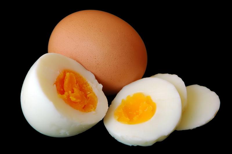 Cercetătorii au găsit răspunsul: ce a fost mai întâi, oul sau găina?