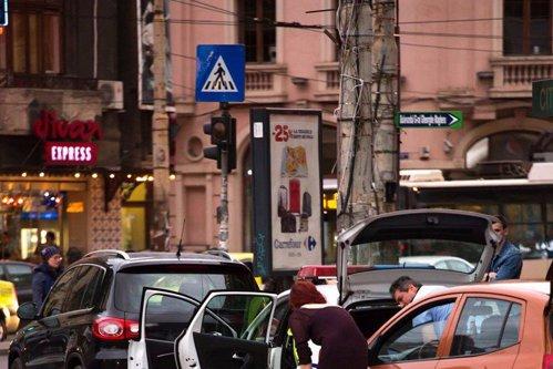 Cum au fost surprinşi doi poliţişti români în plină stradă