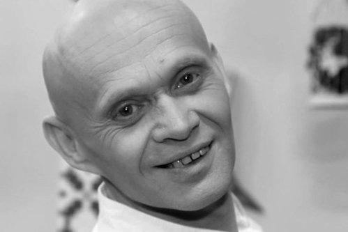 Un celebru cântăreţ din România a murit la 48 de ani