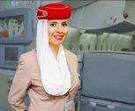 De ce ţin stewardesele mâinile la spate când pasagerii urcă în avion. Motivul este UIMITOR