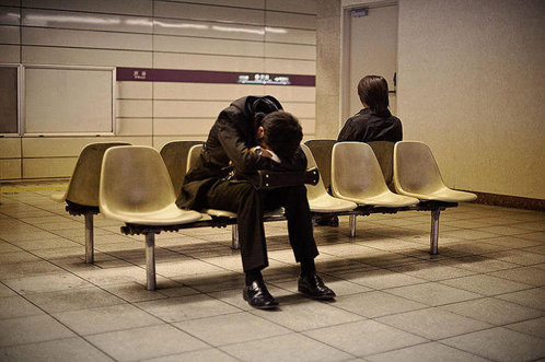 Ţara în care angajaţii muncesc şi 12 ore pe zi şi adorm pe străzi