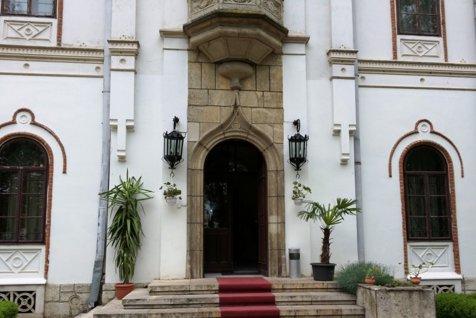 Unul dintre cele mai frumoase palate din România, scos la vânzare. Suma impresionantă la care este evaluat