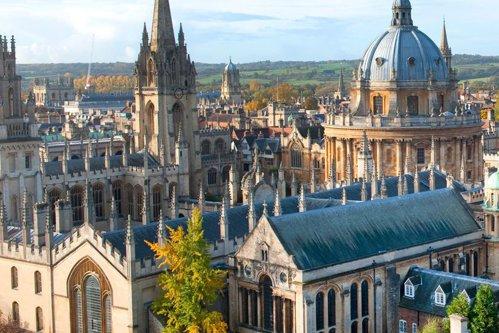 Cele 5 întrebări care li se pun studenţilor pentru a fi acceptaţi la Oxford. Tu ai şti să răspunzi?