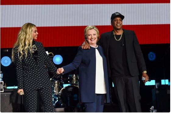 Beyonce, pe scenă pentru Hillary Clinton. Ce le-a cerut fanilor