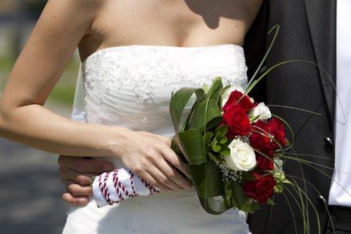 După patru ani de la căsătorie, soţia sa a postat pe Facebook poze de la nuntă. Detaliul care le-a aruncat în aer mariajul