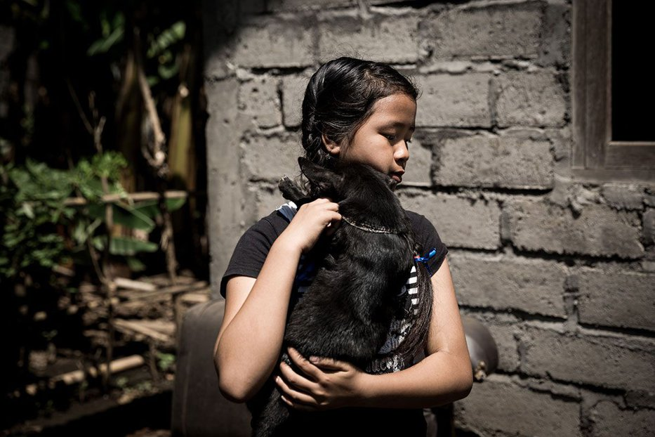 O fetiţă a fost salvată de la moarte de un câine. După acest episod a luat o decizie
