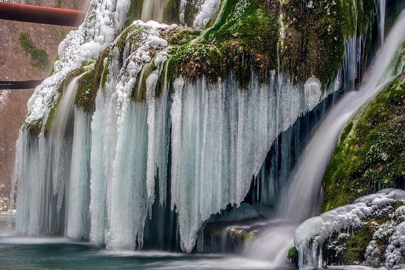 Galerie FOTO spectaculoasă cu Cascada Bigăr. Una dintre cele mai frumoase cascade din lume a îngheţat